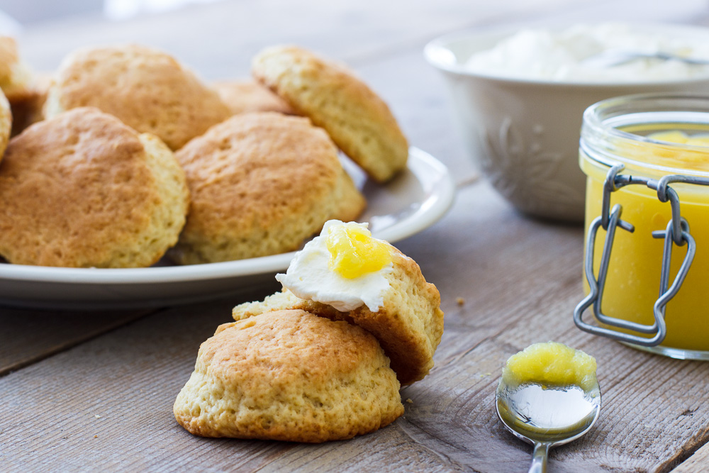 Failproof scones met clotted cream
