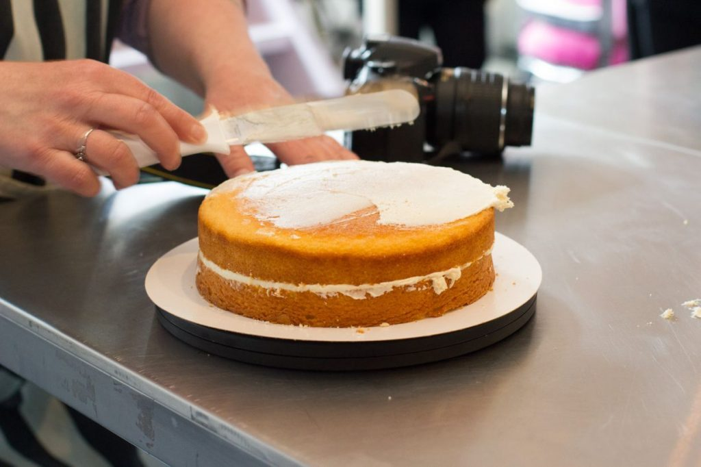 Hoe decoreer ik een taart met fondant zoetrecepten - Hoe een keuken te verlichten ...