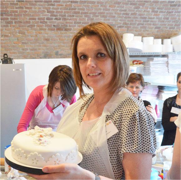 Carola-met-taart-bij-workshop