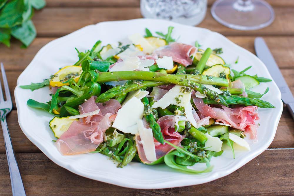 groene asperge salade met rauwe ham