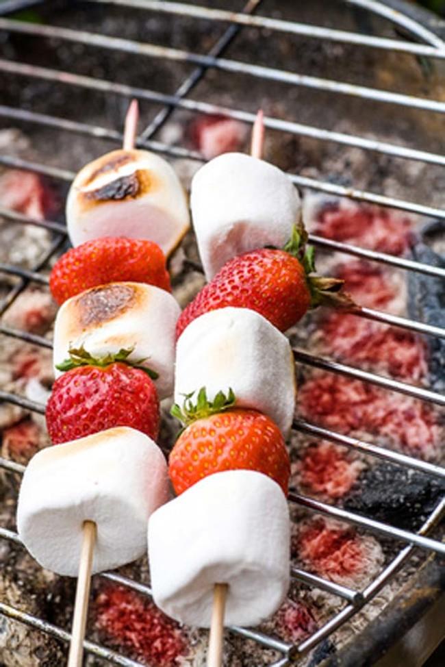 aardbei marshmallow kebab
