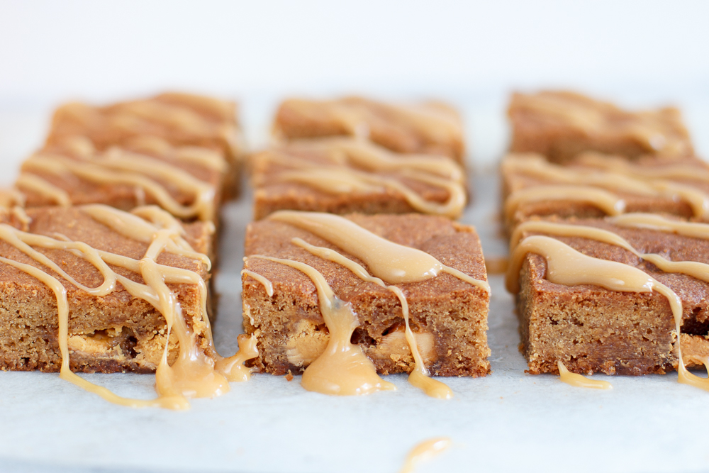 White caramel blondies