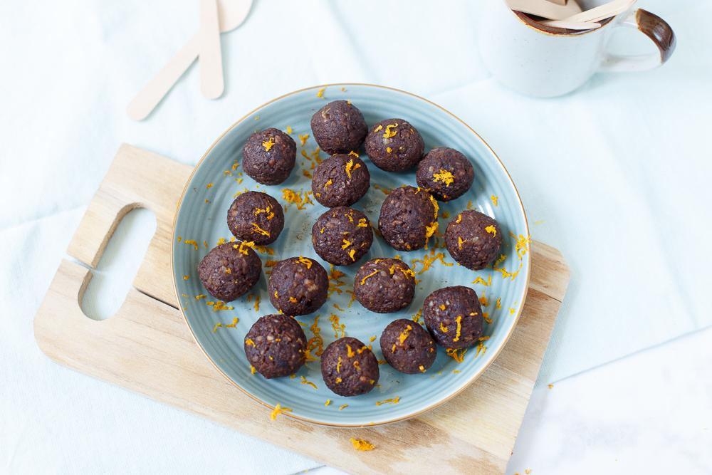 Crunchy brownieballetjes met sinaasappel