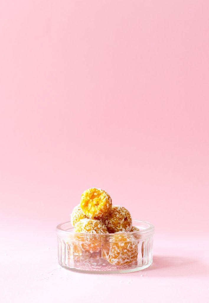 Abrikoos-kokos bliss balls