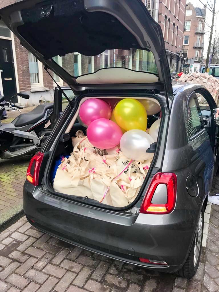 Autootje vol ballonnen