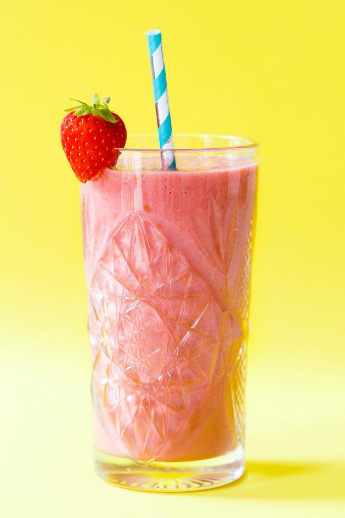Gezonde roze milkshake