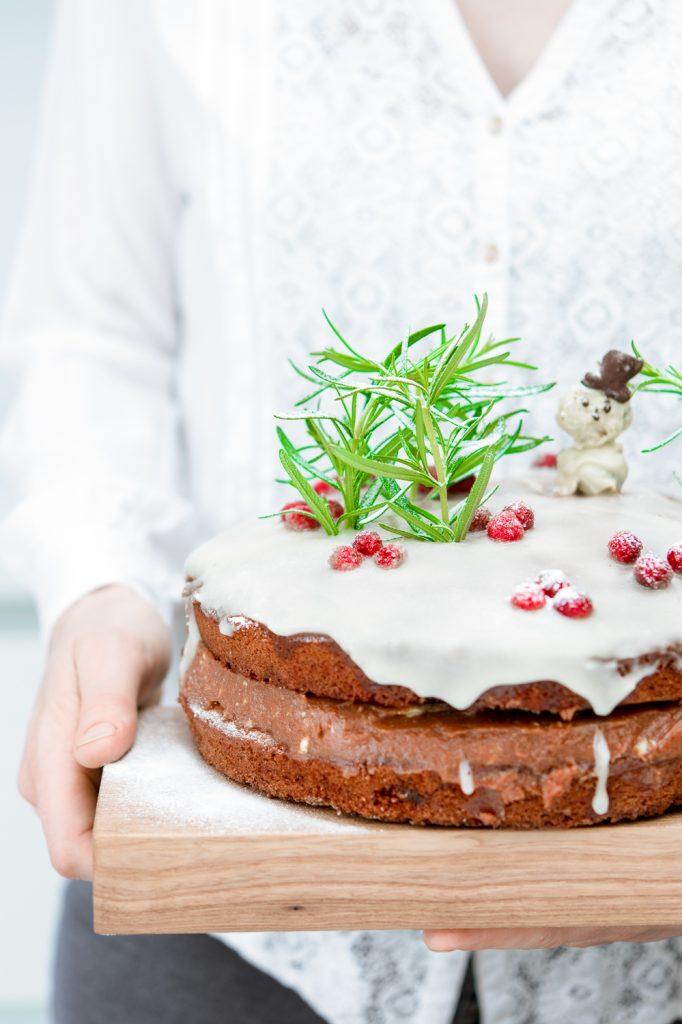 Kaneelcake met kardemom en gesuikerde cranberries