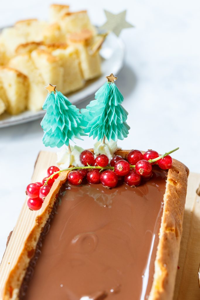 Feestelijke chocolade fondue in cake