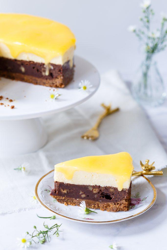 Brownietaart met advocaatmousse en lemon curd