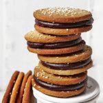 Sesam sandwich koekjes met chocolade ganache
