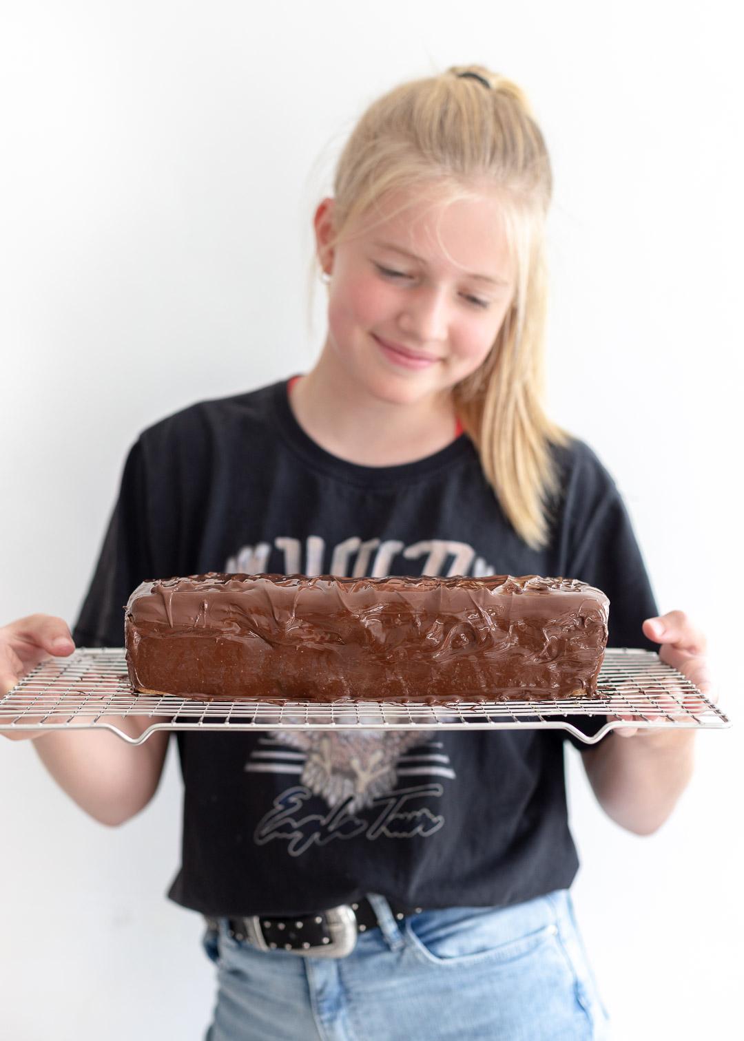 Mega twix cake